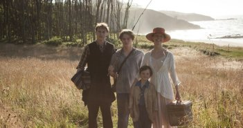 Marrowbone Cast Photo and Trailer