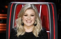 Kelly Clarkson hosts the Billboard Music Awards