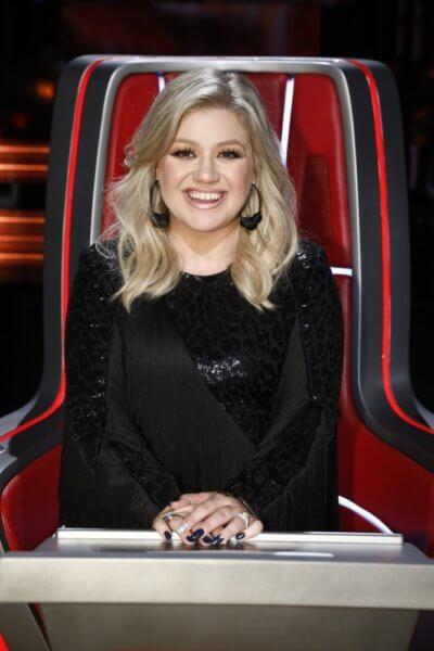 Kelly Clarkson Hosts Billboard Music Awards