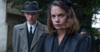 The Little Stranger Domhnall Gleeson and Ruth Wilson